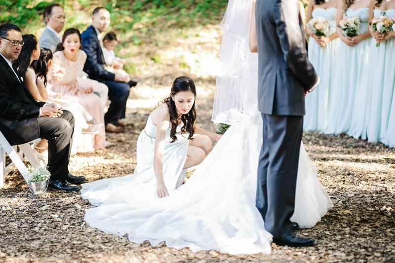 fluff the dress for amazing ceremony photos